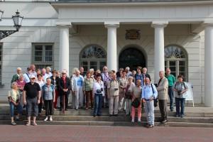 Gruppenbild vor dem Rathaus in Wismar
